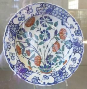 3 Iznik dish 1570-80, Iran